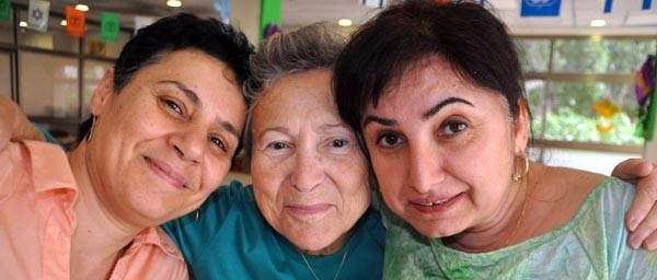Penina enjoys coming to the Zahalon Geriatric Medical Center and Day Center in Jaffa several times a week. The Claims Conference contributed funding to establish Zahalon, and ongoing grants support daily visits by Shoah survivors.