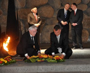 German government officials laid a wreath at Yad Vashem, where the Claims Conference negotiated for Holocaust survivor homecare funding.