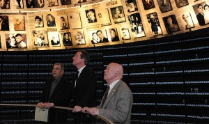 Ben Helfgott with British Prime Minister David Cameron, right, and Yad Vashem Chairman Avner Shalev, center, in the Yad Vashem Hall of Names.