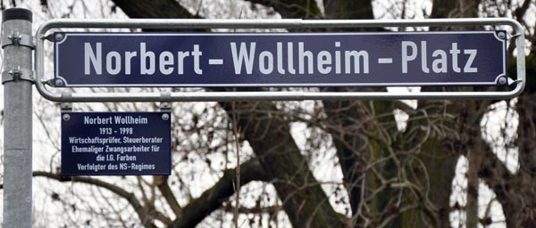 The unveiled sign at the ceremony renaming the plaza in honor of Norbert Wollheim. Photo courtesy of Frit-Bauer-Institut, photographer Werner Lott.