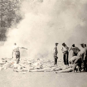 photo of Sonderkommandos at Auschwitz burning bodies