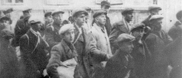 Encyclopedia Camps Ghettos Deportation of Jews from the Brzeziny ghetto to Chelmno, May 1942 USHMM courtesy Instytut Pamieci Narodowej